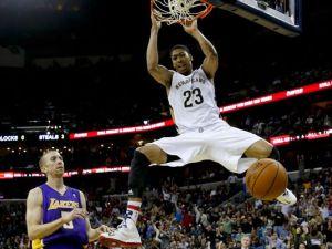 Davis dunks
